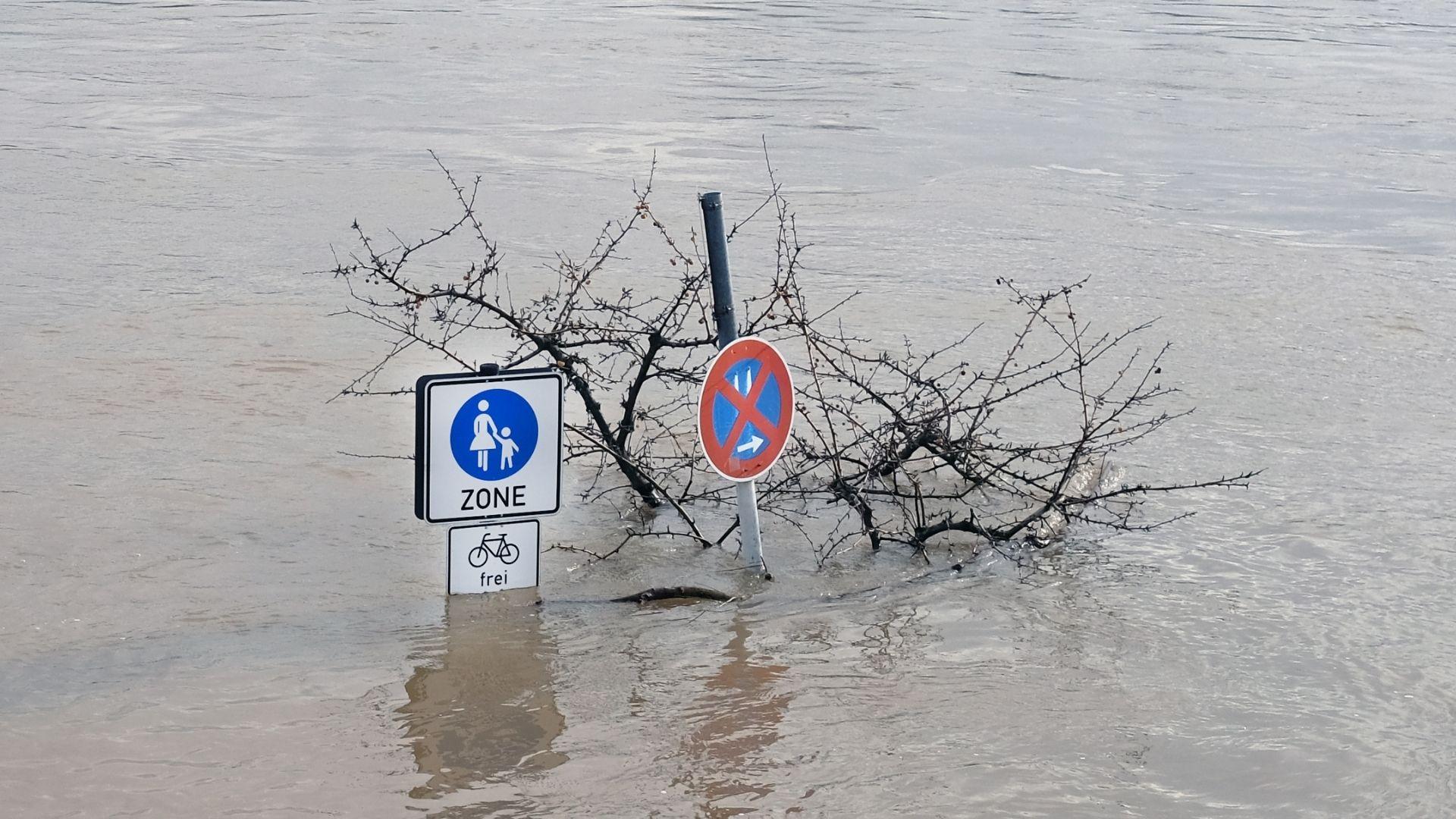 (Symbolbild) Flut in einer Innenstadt